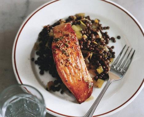 خوراک ماهی سالمون با عدس